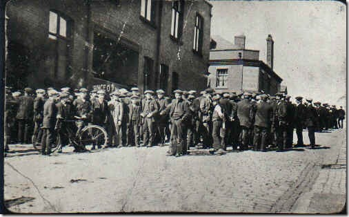 Tyldesley_miners_outside_the_Miners_Hall_during_the_1926_General_Strike