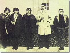 Poni Micharvergas, Miro Casabella, Paco Ibañez, Xavier Ribalta y Adolfo Celdrán, en París (ff. 60)