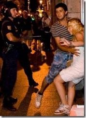 Daniel Nuevo, el hombre que tomó esta foto, fue inmediatamente agredido sin haber proferido insulto, provocación o agresión por su parte