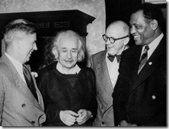 Henry Wallace, Albert Einstein, Lewis L. Wallace y Paul Robeson, 1947.