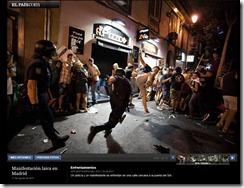 foto de Arturo Rodríguez: algunos manifestantes plantan cara a la policía con su propio cuerpo