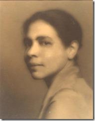 La escritora Nella Larsen, hija de negro y danesa, fotografiada por James Allen