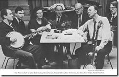 The Weawers:  de izquierda a derecha, Erik Darling, Bernie Krause, Ronnie Gilbert, Fred  Helleman, Lee Hays, Pete Seeger y Frank Hamilton
