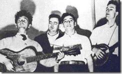 The Almanac Singers - WOODY GUTHRIE, LEE HAYS, MILLARD LAMPELL, PETE SEEGER- fueron los portavoces en los 40 de obreros, negros y sindicatos: llegaron a grabar un disco de canciones republicanas de la guerra civil española