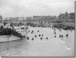 Tropas canadienses desembarcan en Normandía