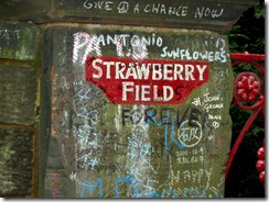Straberry_field_sign