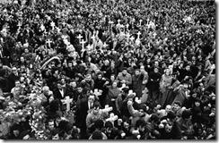 Enero de 1977: manifestación de repulsa por la muerte de los abogados de Atocha durante el entierro de estos