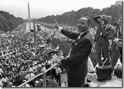 Martin Luther King ofrece su famoso discurso durante la Marcha a Washington por el Empleo y la Libertad