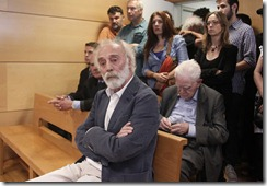Y después de sentar a un juez en el banquillo por intentar juzgar los crímenes del franquismo, sentamos a un artista por blasfemias... El ridículo internacional va en aumento