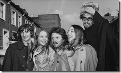 Scott-McKenzie con Mamas & Papas (Denny Doherty, Michelle Philips, Mama Cass Eliot y J. Philips