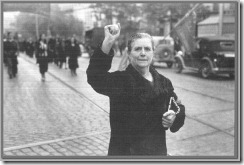 A lady of Madrid in a manifestation at Génova street, in November 37; photo by Julio Granell (Archives of the Spanish Comunist Party)